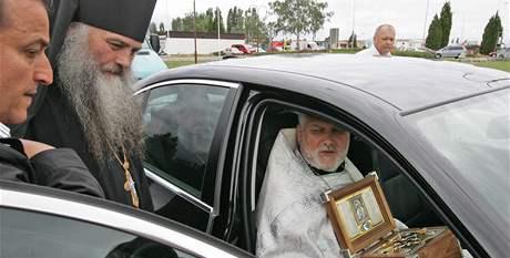 Pravoslavný duchovní Jozef Fejsak s ostatky Alexandra Něvského v Brně