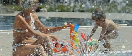 Už otevřeli. Plovárna v Louce má vyhřívané bazény. Díky tomu již mohla zahájit sezonu.