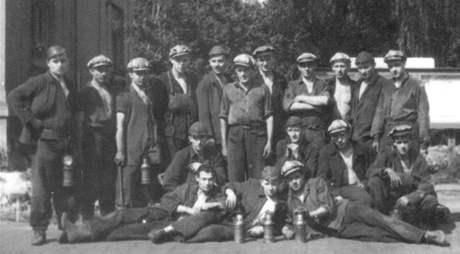 Vojenská těžební parta: Petřvald 1955. Dole Julius Fučík, Mezník v horní řadě zcela vpravo