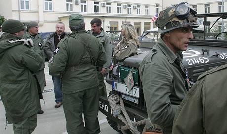 Konvoj vozidel americké armády při průjezdu Plzní. (28. května 2009)