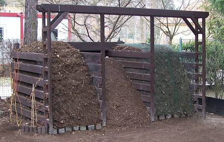 Třídílný kompost