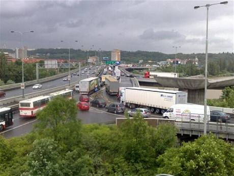 Barrandovský most ucpaný kvůli poškozenému kamionu (29.5. 2009)