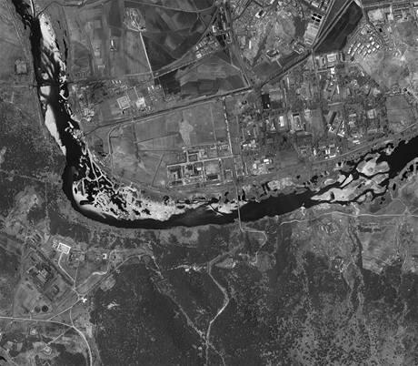 Satelitní snímek jaderného zařízení Jongbjon v Severní Koreji z 26. května 2009. Pchjongjang komplex opět zprovoznil.