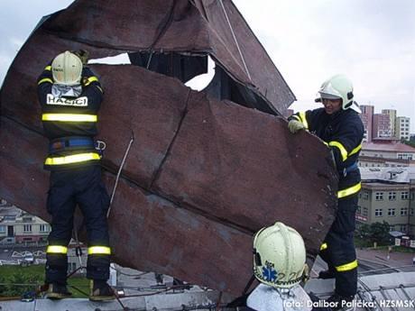 Hasiči likvidují škody v Ostravě