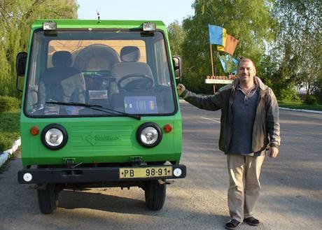Gustav Vacek: Cesta multikárou do Kišiněva a zpět