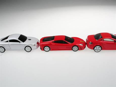 Auto-mobil ve stylu Ferrari, Mercedes a Audi