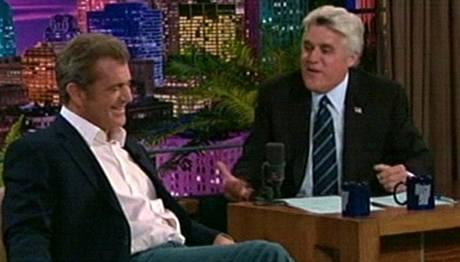 Herec Mel Gibson u moderátora Jay Lena v jeho talkshow na NBC.