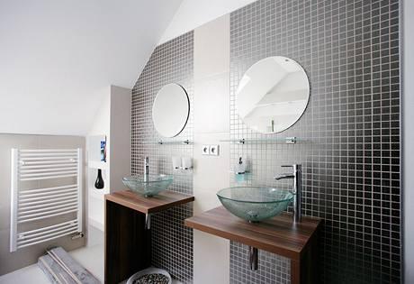 Koupelna působí elegantním dojmem