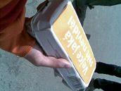 Paroubkovi odp�rci na m�tinku na Pankr�ci. (27. kv�tna 2009)
