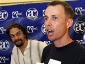 Dan Bárta je se zoologem Alešem Dolným spoluautorem knihy Vážky České republiky