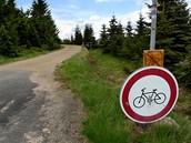 Na kole v Jizerkách. Zákaz vjezdu cyklistů na Knejpě