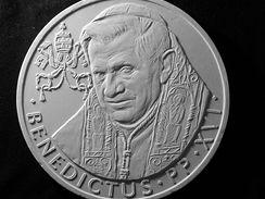 Návrh slavnostní medaile papeže Benedikta XVI.