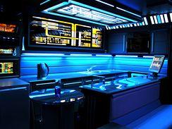 Garsonka návrháře interiérů Tonyho Alleynea přestavěná podle modelu vesmírné lodi ze Star Treku
