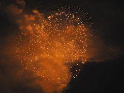 ohňostroj nad brněnskou přehradou - tým skupiny Flash Barrandov SFX