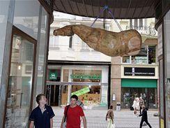 Sochy v ulicích: Průchodní ulice -  Václav Kyselka: Odpoutání koňské síly
