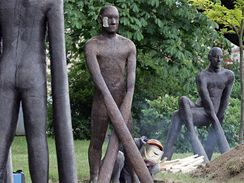 Sochy v ulicích: Moravské náměstí - Michal Gabriel: Hráči