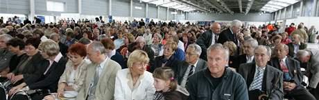 Dva tisíce absolventů Masarykovy univerzity se setkaly na brněnském výstavišti při příležitosti Dne absolventů.