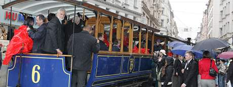 Ministři jeli historickou tramvají z náměstí Svobody na Mendlovo náměstí