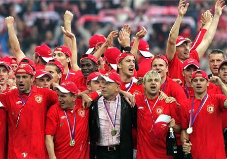Fotbalisté Slavie Praha slaví titul mistra ligy 2008/2009