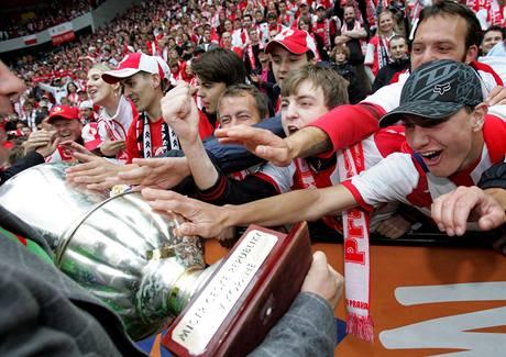 Fanoušci Slavie Praha slaví titul mistra ligy 2008/2009