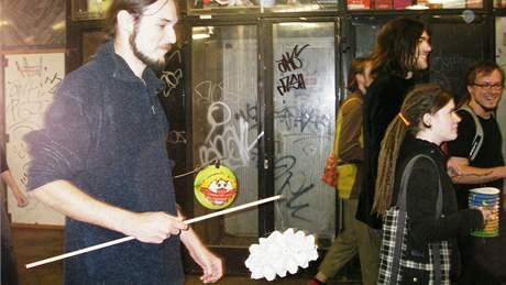 Lampionový průvod Brnem sezvali dva členové z odnože uměleckého uskupení Tužme se
