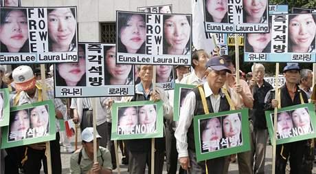 Protesty v Soulu proti zatčení Euny Leeové a Laury Lingové. (4. června 2009)