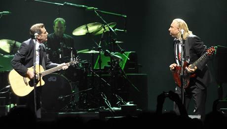 Eagles vystoupili poprvé v Česku - Joe Walsh  (vpravo) a Glenn Frey