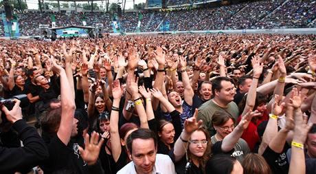 Fanoušci na koncertu Depeche Mode