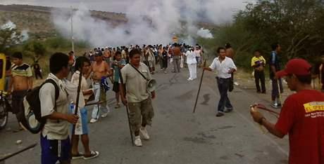 Peruánští indiáni protestují proti těžebním projektům na svém území.