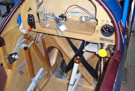 Rozpracovaná palubní deska