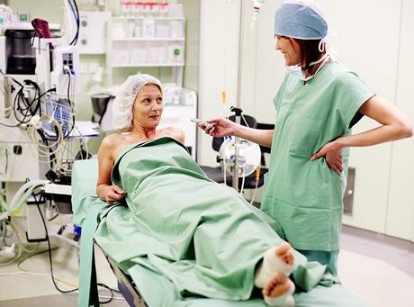 Čtenářka Jana na operačním stole - výměna implantátů a modelace prsou
