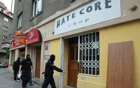 Policie provedla domovní prohlídky u lidí podezřelých z organizování neonacistického hnutí