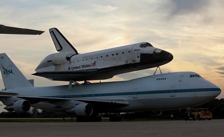Atlantis na hřbetu boeingu NASA