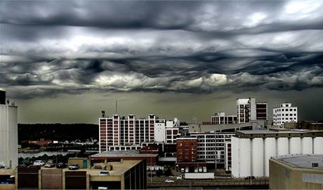 Neobvyklá oblačnost nad USA - Cedar Rapids, Iowa