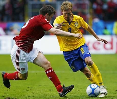William Kvist Jorgensen (vlevo) z Dánska a Christian Wilhelmsson ze Švédska.