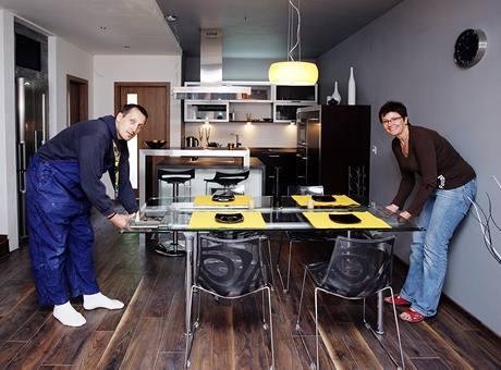 Rozkládací stůl se v rodinném domě určitě využije