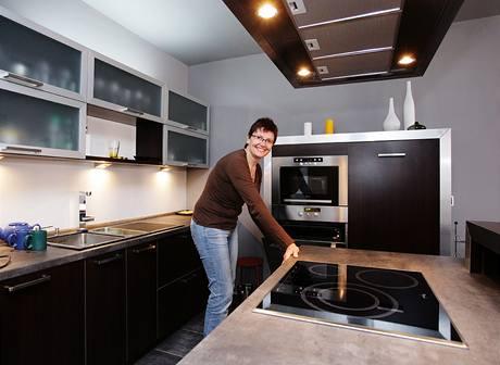 Na kuchyni propojenou s obývacím pokojem jsou Olga s Pepou nejvíc pyšní