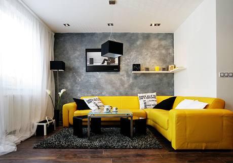 Obývací pokoj rozsvěcuje žlutá barva