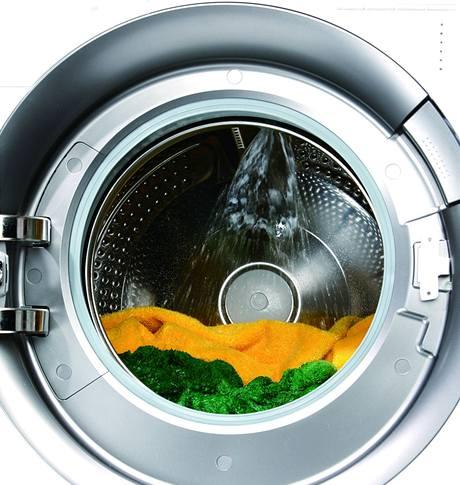 Tryska kropí prádlo v širokém úhlu, docílí se tak lepší účinek praní i máchání