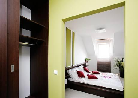 U ložnice Libora a Martiny ocenili designéři nápad s navazující šatnou