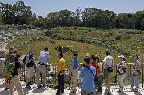 Itálie, Sicílie. Ruiny římského amfiteátru v Syrakusách