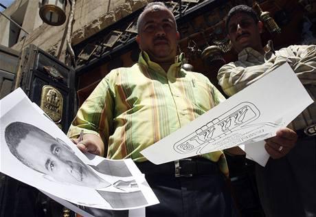 Káhirský obchodník, který se před návštěvou Baracka Obamy chystal tisknout jeho jméno v hieroglyfech na trička.