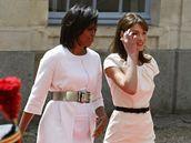 Americká a francouzská první dáma - Michelle Obamová (vlevo) a Carla Bruniová