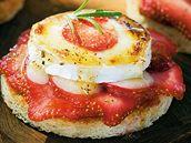 Toasty s jahodami a kozím sýrem