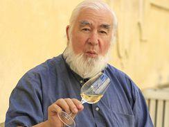 Test vína ve Valticích. Vína hodnotil též John Salvi, jeden z nejvýznamnějších degustátorů
