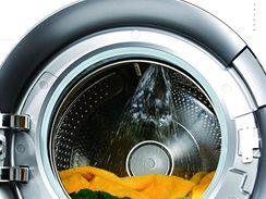 Sprchová tryska kropí prádlo v širokém úhlu, docílí se tak lepší účinek praní i máchání