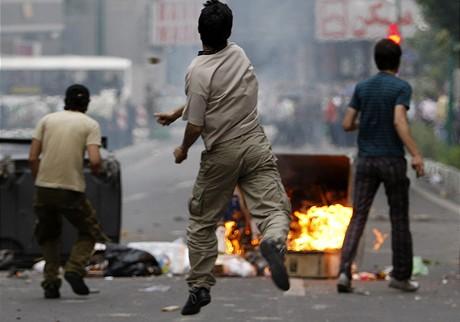 Protesty po oznámení výsledků íránských prezidentských voleb, ve kterých vyhrál současný prezident Mahmúd Ahmadínežád (13. června 2009)