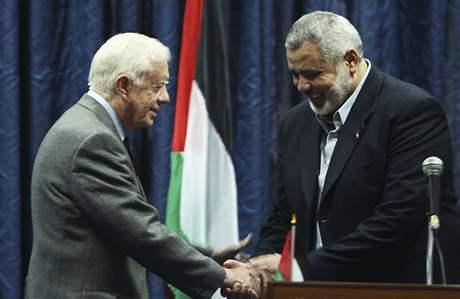 Jimmy Carter v pásmu Gazy s vůdcem Hamasu Ismáílem Haníjou (16. června 2009)