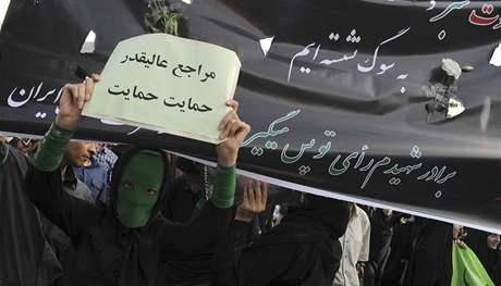 Desetitisíce stoupenců Músávího uctilo v Teheránu památku osmi obětí demonstrací. (18. června 2009)