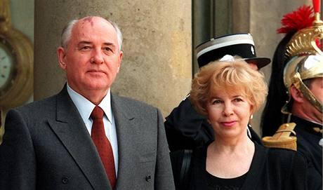 Michail a Raisa Gorbačovovi při návštěvě Paříže (3. listopadu 1994)